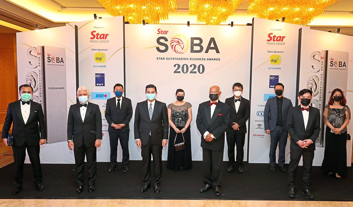 Providing necessary value: Azmin (fourth from left) says enriching awards such as SOBA allows companies to comprehensively evaluate their businesses. He is seen here with (from left) Zamree, Mohd Mustafa, Jeffrey, Esther, Mohd Aminuddin, Teh, Tio, Yeow and Wang. - SAMUEL ONG, IZZRAFIQ ALIAS, FAIHAN GHANI and KAMARUL ARIFFIN/The Star