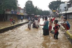 Thousands of houses flooded in Indonesia's East Java; more than 11,000 people displaced