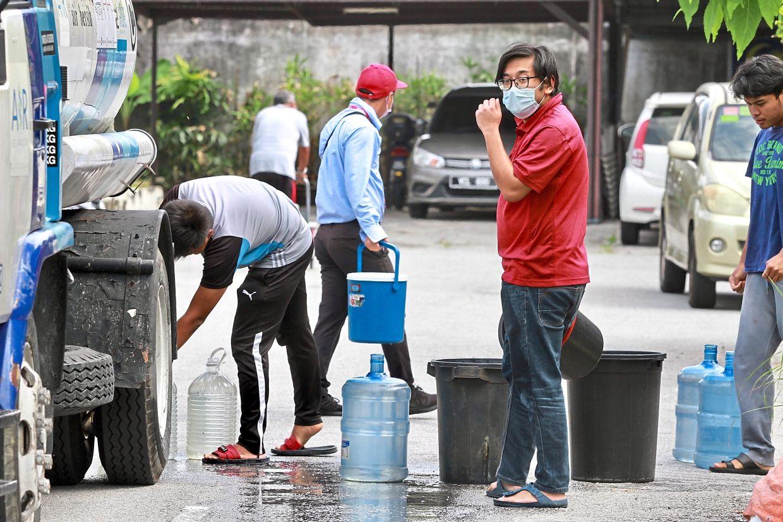 Residents at Kampung Melayu Tambahan, Ampang, getting  water during yet another water cut last year.