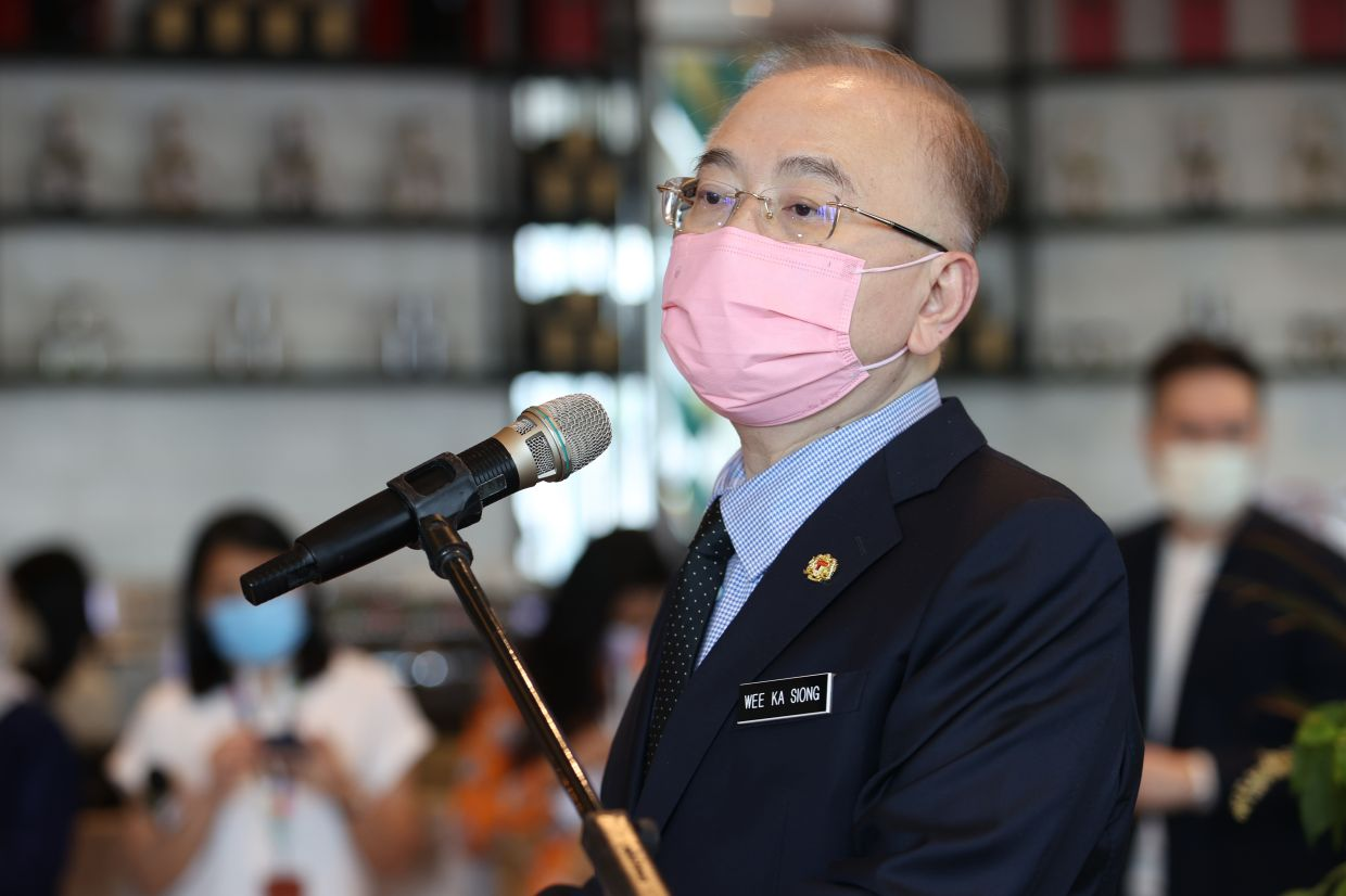 Cabotage policy did not cause <b>Facebook</b> to skip Malaysia in undersea cable plans, says Dr Wee thumbnail