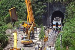 Taiwan mourns train tragedy