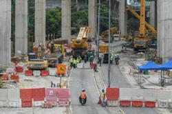 Fallen crane removal 'complicated'