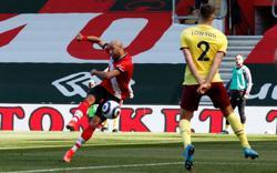 Soccer-Saints fight back for 3-2 win over Burnley