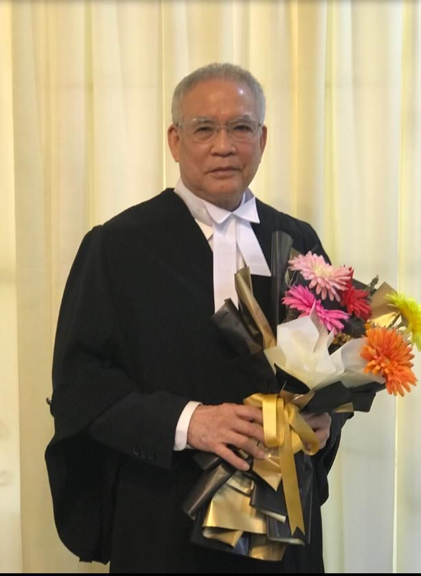 From the cockpit to the courtroom. Followers of Capt Lim should not be suprised if their favourite airline captain may occasionally don a barrister robe, following his admission to the Bar in March.