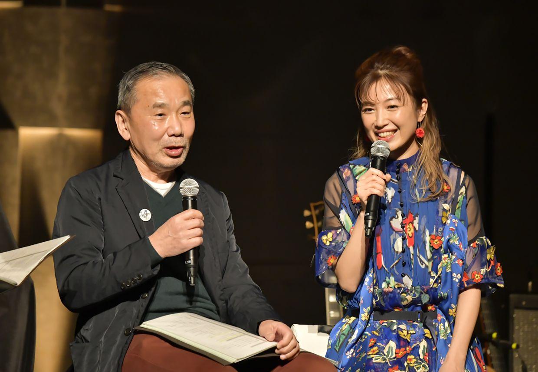 Murakami, left, talks with guitarist Kaori Muraji during a recent online radio show in Tokyo. Photo: Tokyo FM/AP