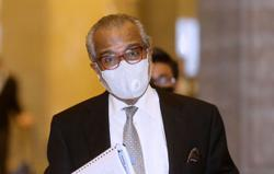 Najib's lawyer chided for describing SRC trial judge as 'hopelessly incompetent'