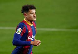 Soccer-Barcelona's Coutinho has knee surgery