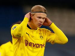 Dortmund's Haaland signs -- for referee's assistant