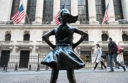 New York bankers, managers eyeing exits