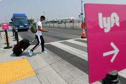 Uber, Lyft tout U.S. ride-hail driver pay, incentives amid demand uptick