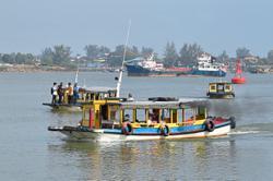 Boatmen in Terengganu's Pasar Payang struggle to make a living with RM2 rides