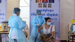 Cambodian civil servants who refuse Covid-19 jab risk losing jobs