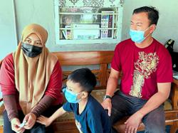 Couple stay home for Raya
