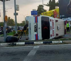 Ambulance collides with car while transporting Covid-19 patient in Kedah