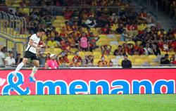 Azam's dangerous, don't give him any chance, says KL coach Hodak