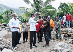 Jokowi visits cyclone-hit islands