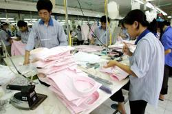 Vietnam's garment export up again in Q1; only nine imported cases reported on Saturday (April 10)