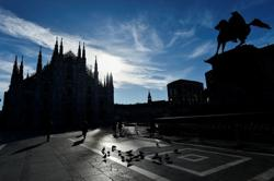 Italy reports 344 coronavirus deaths on Saturday, 17,567 new cases