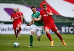 Soccer-Leipzig thrash Werder to close in on leaders Bayern