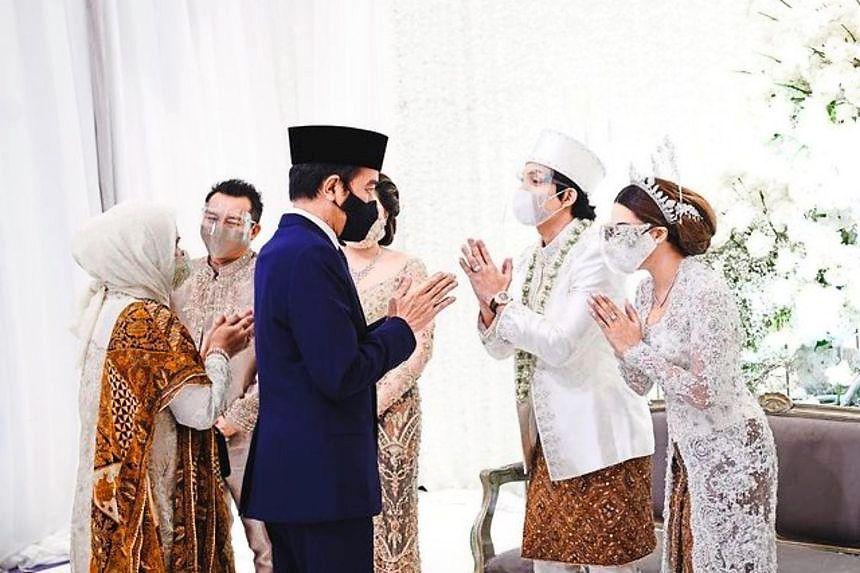 Selon Atta, Jokowi (en costume bleu) a assisté à son mariage avec Aurel pour témoigner de leur mariage. - ATTAHALILINTAR / INSTAGRAM