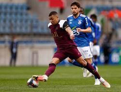 Soccer-Mbappe at it again as PSG thrash Strasbourg 4-1