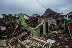 Indonesian president orders Java rescue efforts after quake kills several people