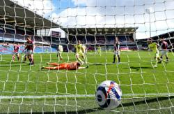 Soccer-Saint-Maximin inspires crucial win for Newcastle at Burnley