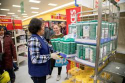 In COVID-19 vaccination pivot, Canada targets frontline workers