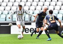 Soccer-Juve ease past Genoa to keep faint title hopes alive