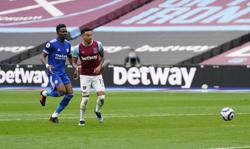 Soccer-Lingard double fires West Ham back into top four