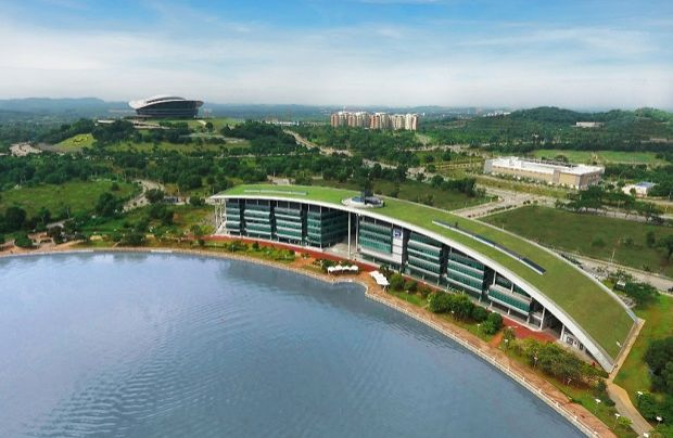 HWUM's pristine lake-side campus at Precinct 5 Putrajaya is an ideal location to start an educational journey