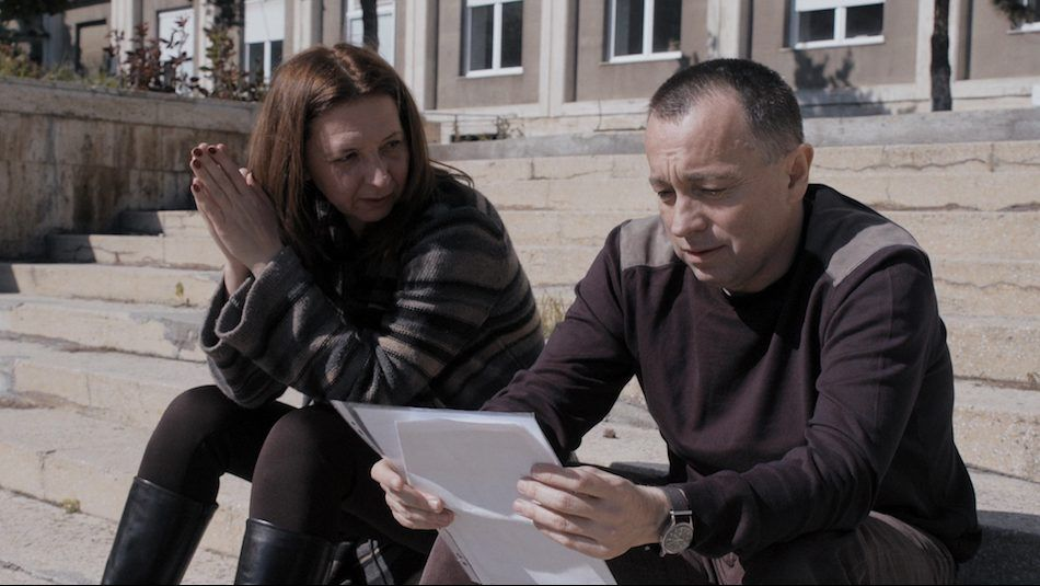 The documentary follows three journalists who strive to shed light on the shortcomings of Romania's hospital system in the aftermath of the fire at Bucharest's Colectiv nightclub.