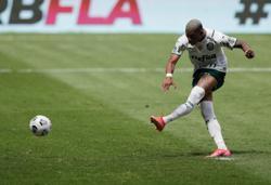Soccer-Flamengo beat Palmeiras to win Brazilian Supercup