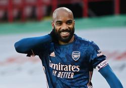 Soccer-Blades closer to drop as Arsenal keep European hopes