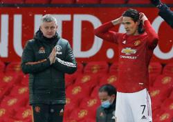 Solskjaer says Cavani still undecided on Man Utd future