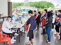 Sibu night market traders relieved to be back in business