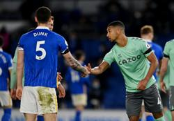 Soccer-Brighton and Everton battle out dull 0-0 draw