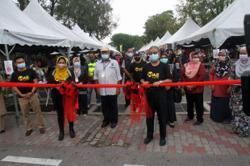 Ramadan bazaar near Ipoh's Perak Stadium draws large crowd on first day