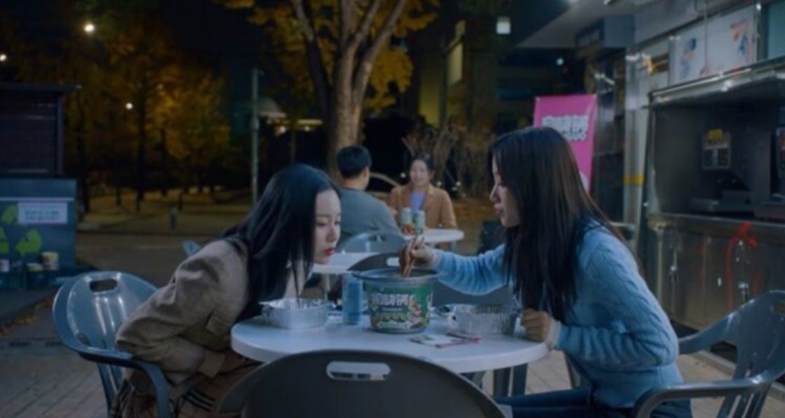 A scene from 'True Beauty' which has the characters eating Chinese instant hotpot. Photo: tvN