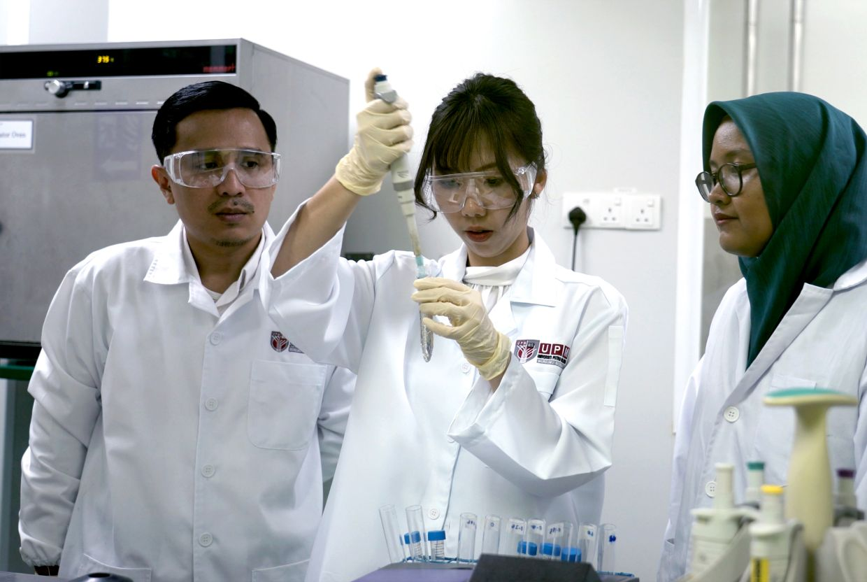 The team extracts higher doses of antioxidants from the marine microalgae TetraSOD.