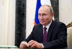 Putin receives second shot of Russian COVID-19 vaccine: Interfax