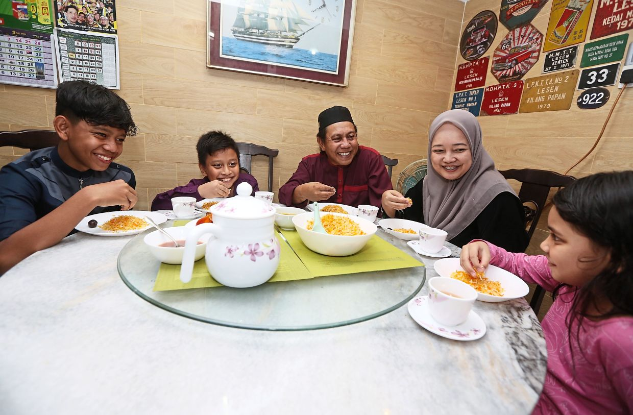 Family bonding time with good food during iftar. Photo: The Star/Izzrafiq Alias