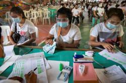 Lockdown in Philippines slows spread of virus but devastates jobs