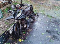 Food delivery man killed by falling tree branch following heavy rain in Cheras