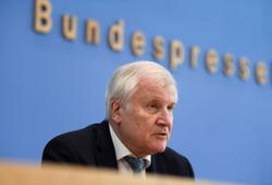 Pandemic deters thieves, fuels domestic violence, German police say