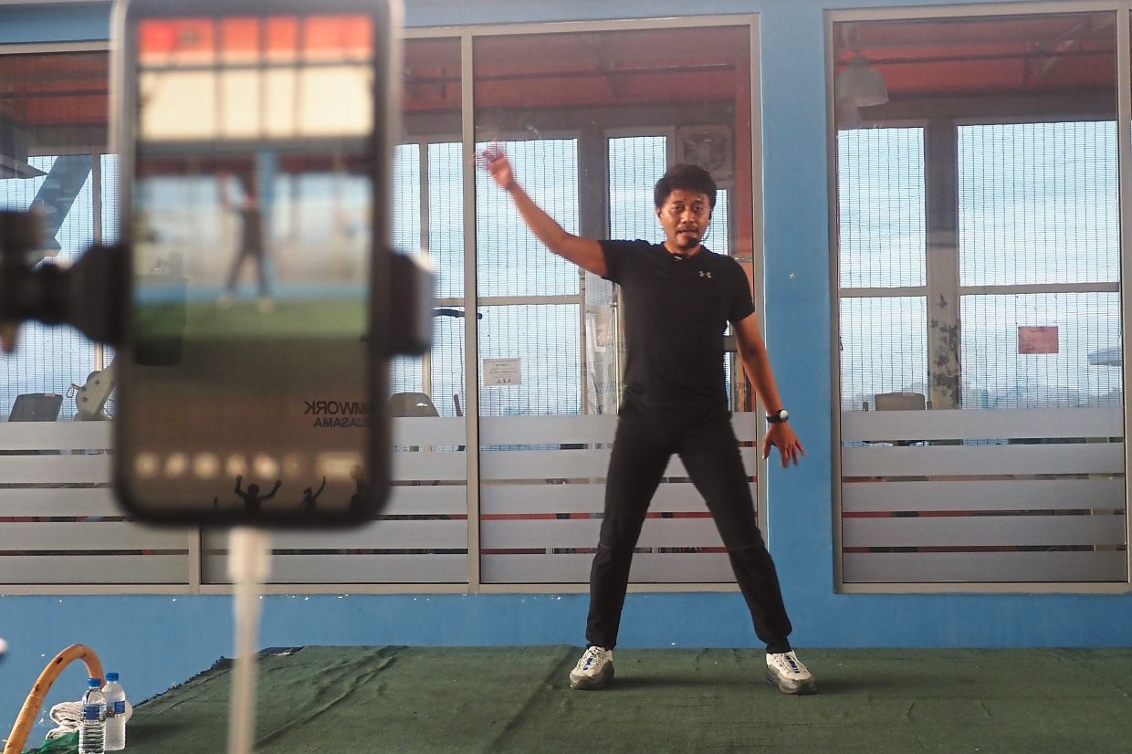 Being active on social media platforms like this sports medicine consultant who volunteers his time teaching Zumba classes to cancer survivors both online and in-person, naturally raises one's profile among the public. — Assoc Prof Dr MOHD NAHAR AZMI MOHAMED