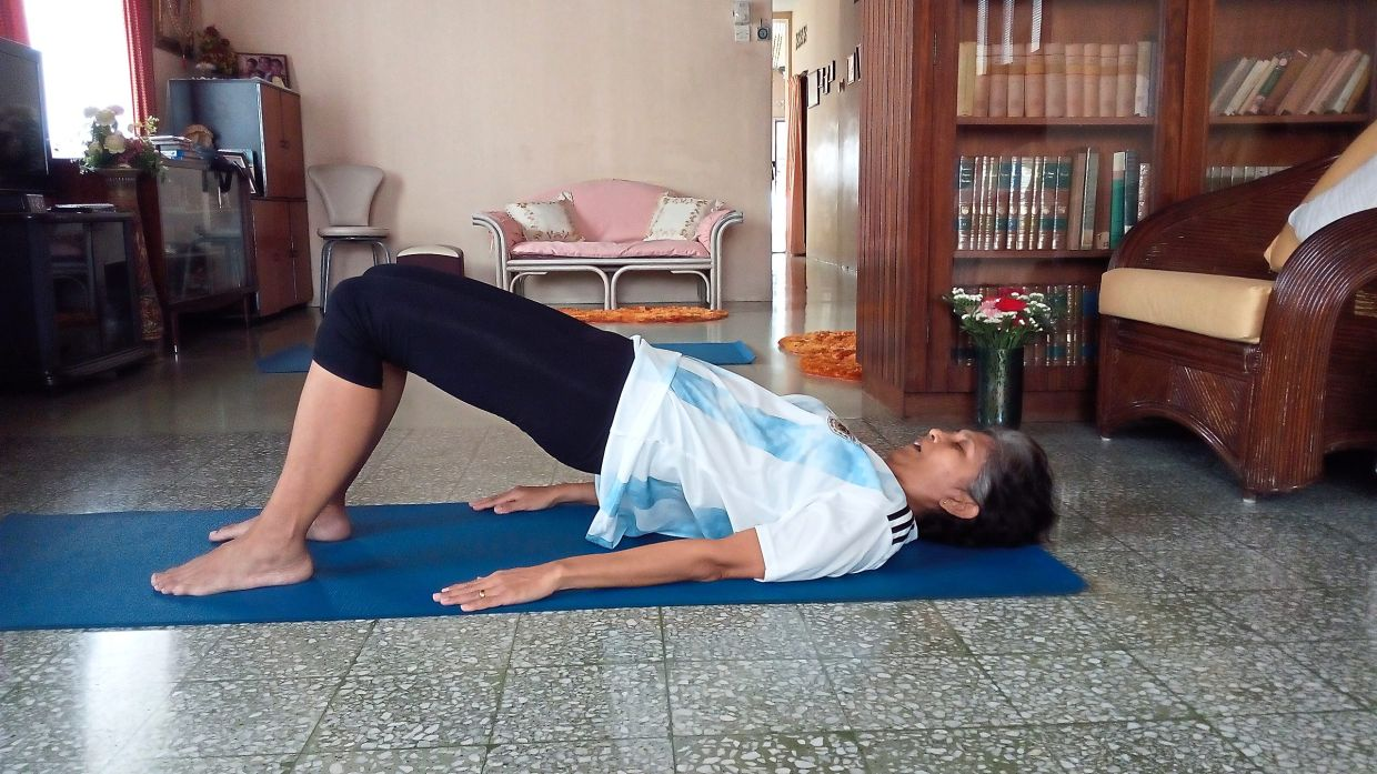 Glute bridges are one of the exercises that can help with DBS. — Filepic