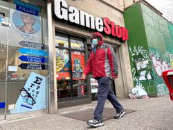 GameStop CEO forfeits US$98mil in stock