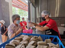 Malaysian offers relief to the underprivileged via food bank and other efforts