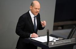 German finance minister says to receive AstraZeneca COVID vaccine